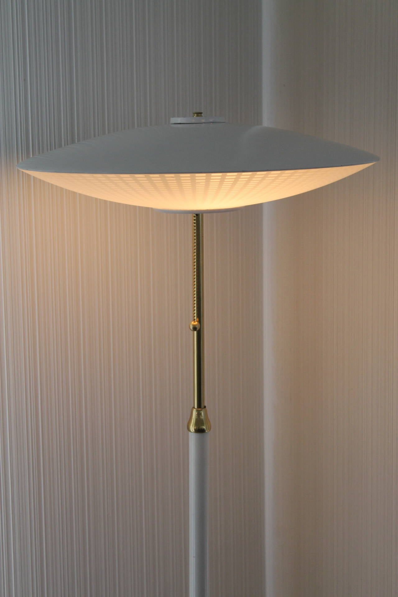 1950s marbro flying saucer floor lamp for sale at 1stdibs 1950s marbro flying saucer floor lamp 2 arubaitofo Images