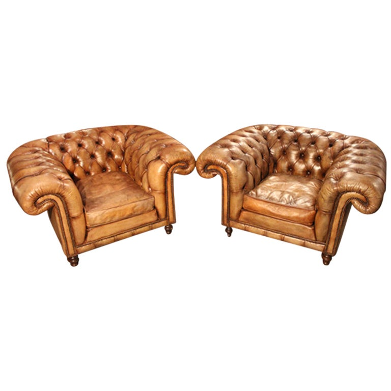 Pair Of English Club Chairs At 1stdibs
