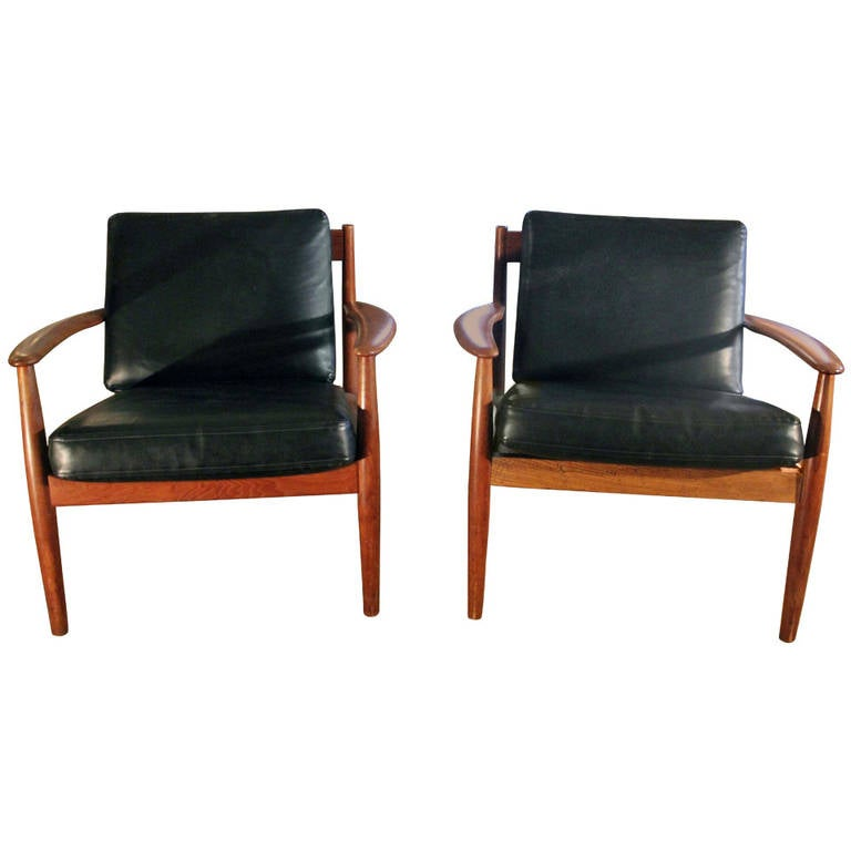 Neoclassical Style Furniture Pair Of Italian Neoclassical Style On