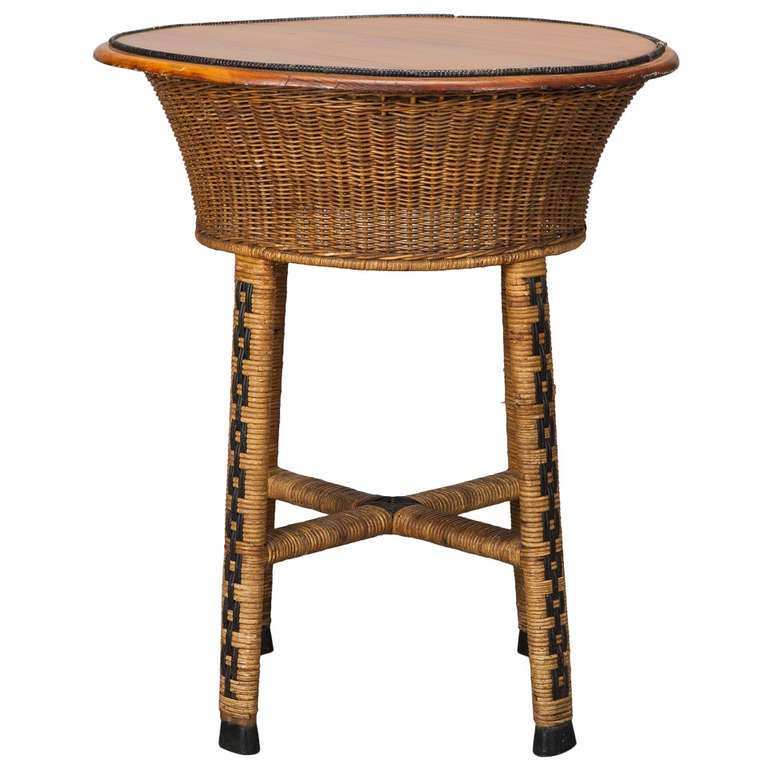 1920s round wicker side table for sale at 1stdibs. Black Bedroom Furniture Sets. Home Design Ideas
