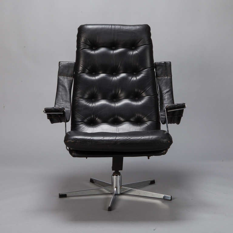 pair mid century black leather and chrome chairs at 1stdibs. Black Bedroom Furniture Sets. Home Design Ideas