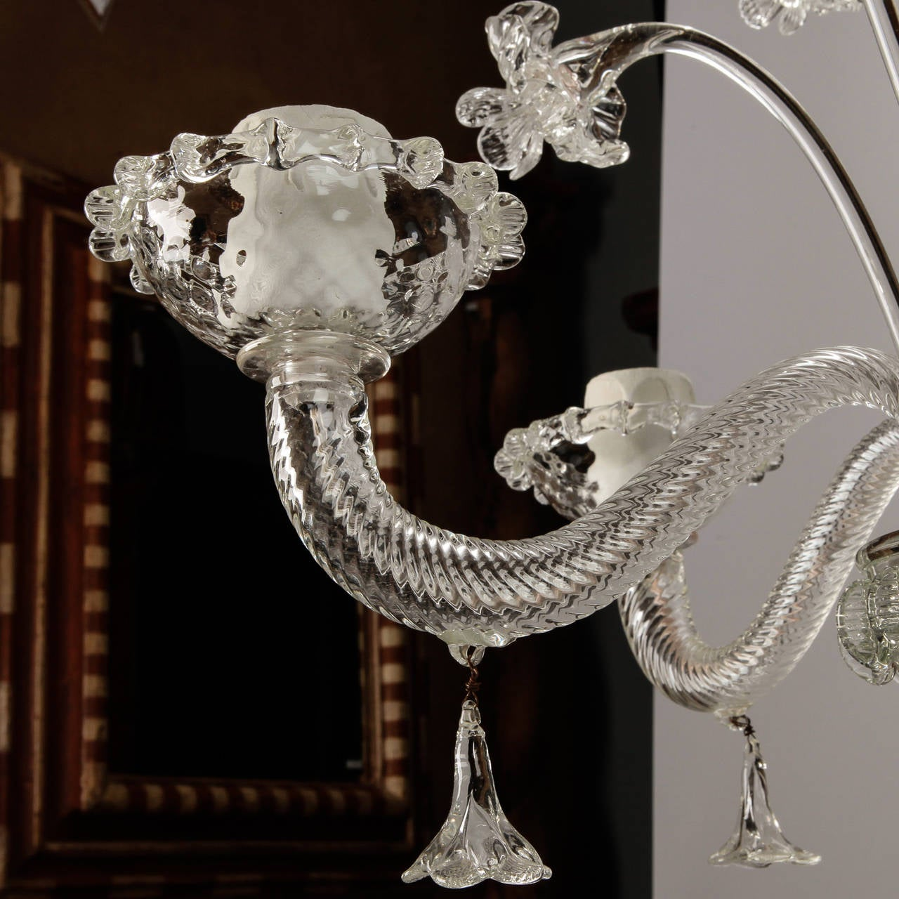 Venetian Five-Light Clear Glass Daffodil Chandelier In Excellent Condition For Sale In Troy, MI