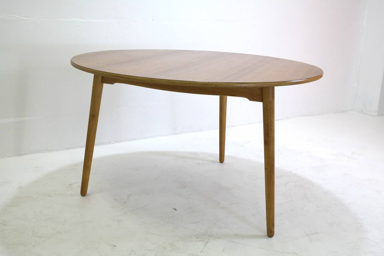 Scandinavian Modern Hans Wegner Round Dining Table and Matching Heart Shaped Chairs for Fritz Hansen