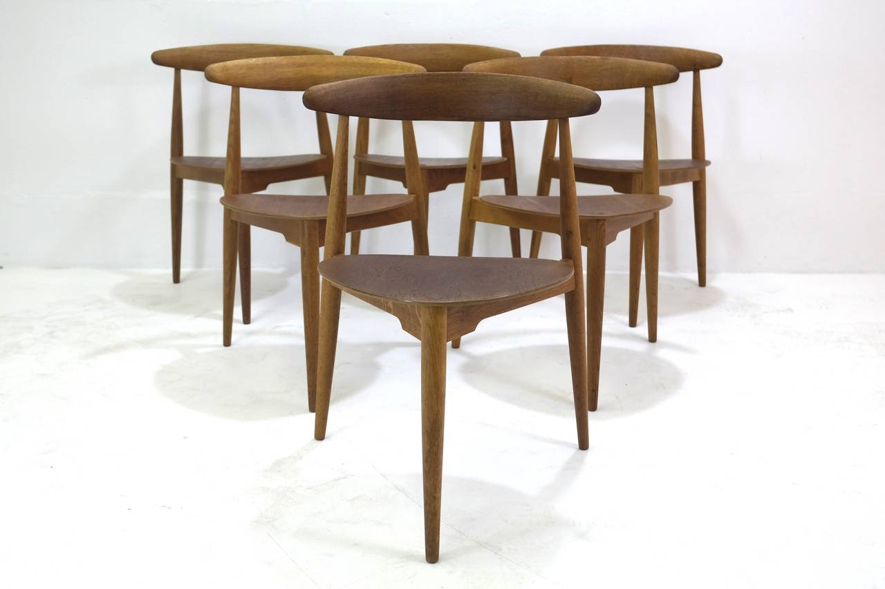 Mid-20th Century Hans Wegner Round Dining Table and Matching Heart Shaped Chairs for Fritz Hansen
