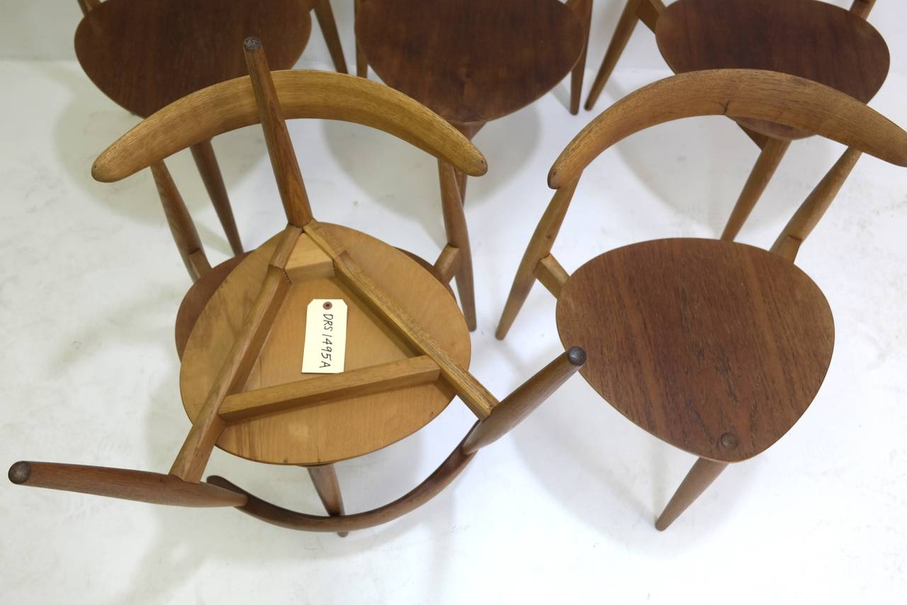 Oak Hans Wegner Round Dining Table and Matching Heart Shaped Chairs for Fritz Hansen