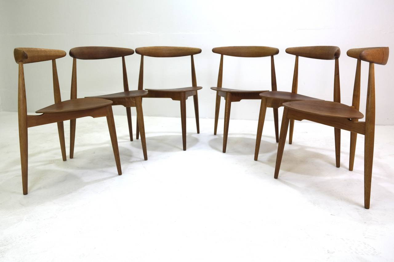 Hans Wegner Round Dining Table and Matching Heart Shaped Chairs for Fritz Hansen 1