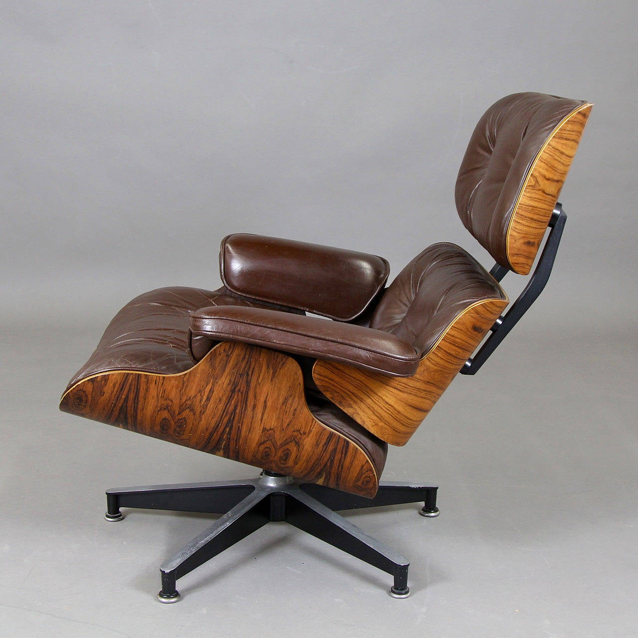 Iconic 670 herman miller eames lounge chair at 1stdibs Iconic eames chair