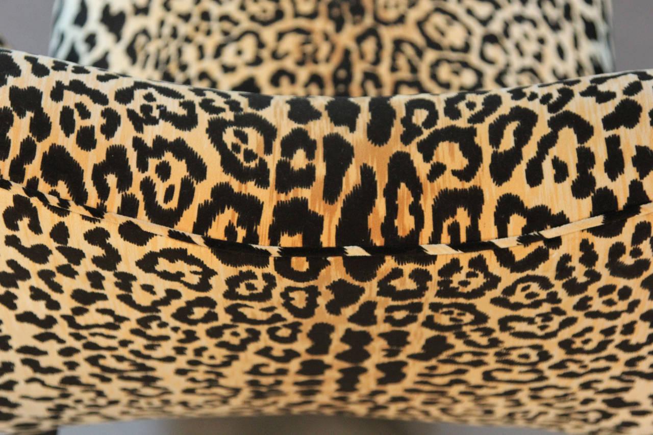 Mid century leopard print velvet chaise longue at 1stdibs for Animal print chaise