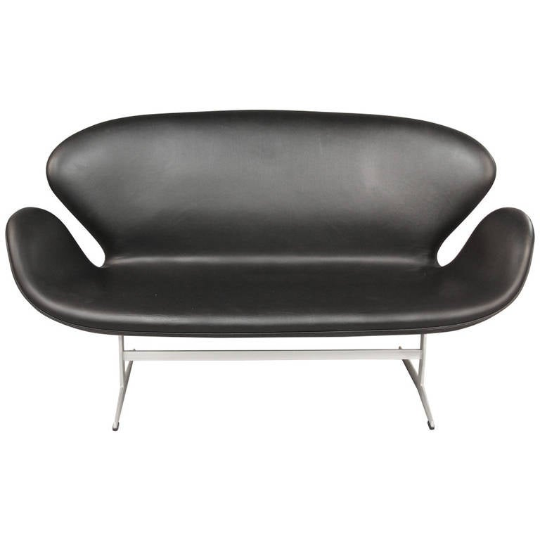 arne jacobsen swan sofa for sale at 1stdibs. Black Bedroom Furniture Sets. Home Design Ideas