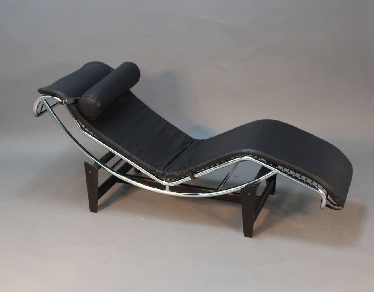 Le corbusier lounge chair - Le Corbusier Lc4 Chrome And Leather Lounge Chair 2