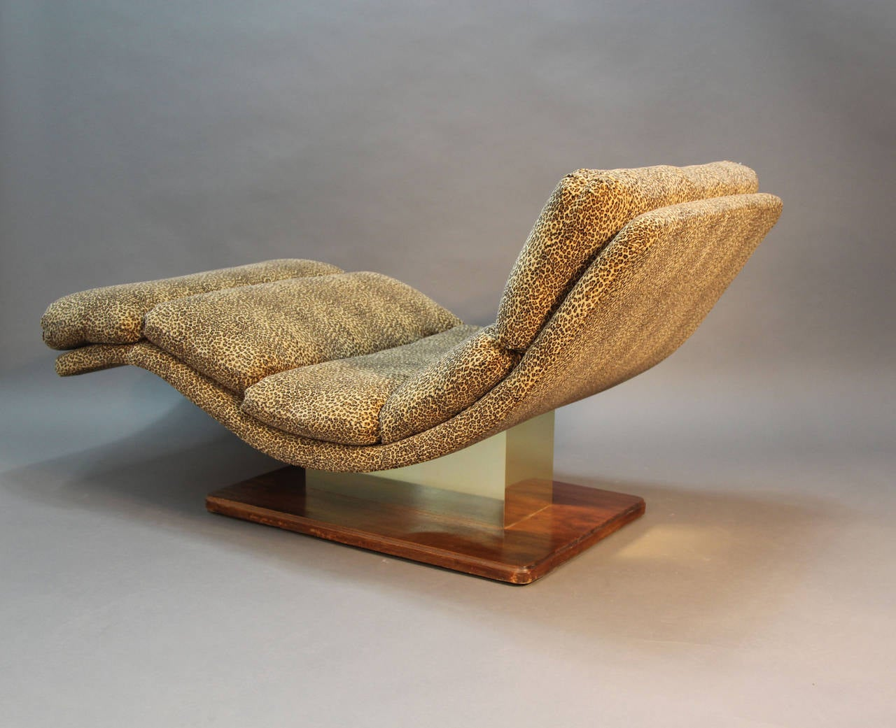 Mid century leopard chaise lounge for sale at 1stdibs for Animal print chaise lounge