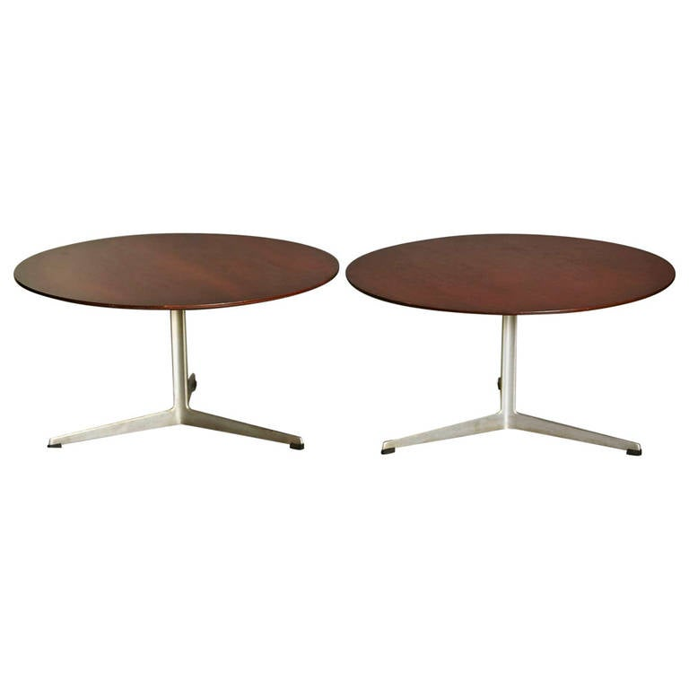 Matching Pair Of Arne Jacobsen Coffee Tables For Fritz Hansen At 1stdibs