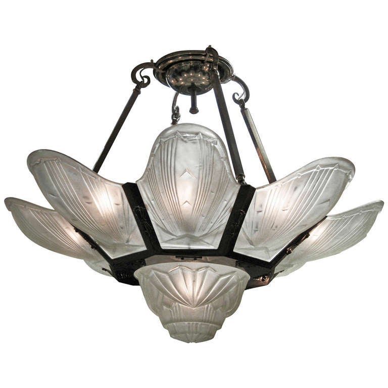 Large And Impressive French Art Deco Chandelier Des