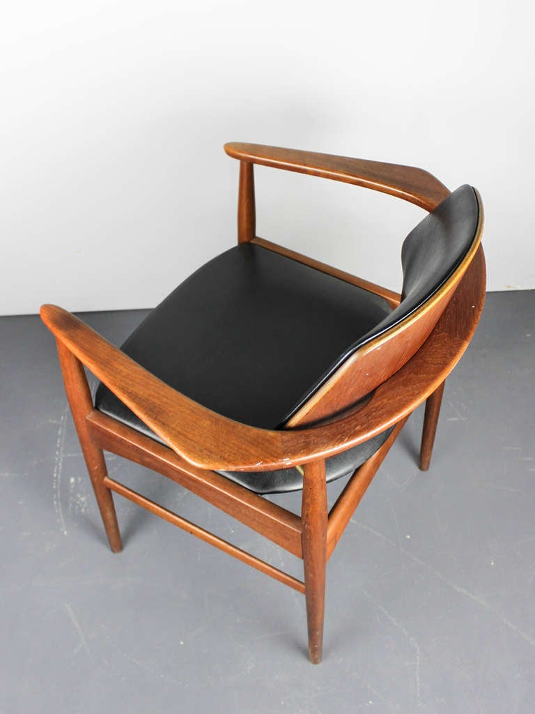 Mid century modern teak chair at 1stdibs for Mid century modern seating