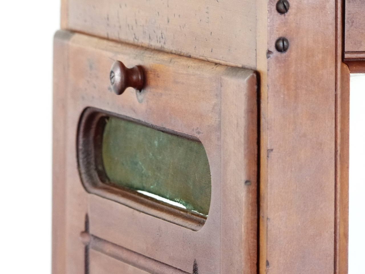 1930 Antique Merchantile store cheese cutter display cabinet In Good  Condition For Sale In Surrey, - 1930 Antique Merchantile Store Cheese Cutter Display Cabinet At 1stdibs