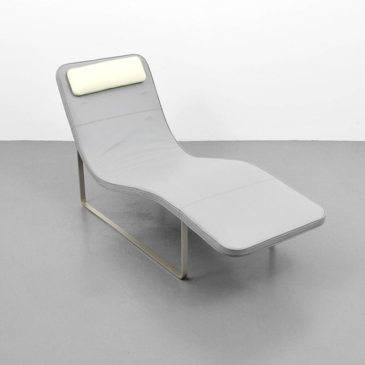 Jeffrey bernett leather chaise lounge at 1stdibs for Blue leather chaise lounge