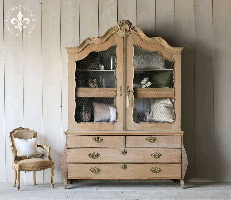 Antique Belgian Linen Press Cabinet In Bleached Oak In Good Condition For  Sale In Los Angeles