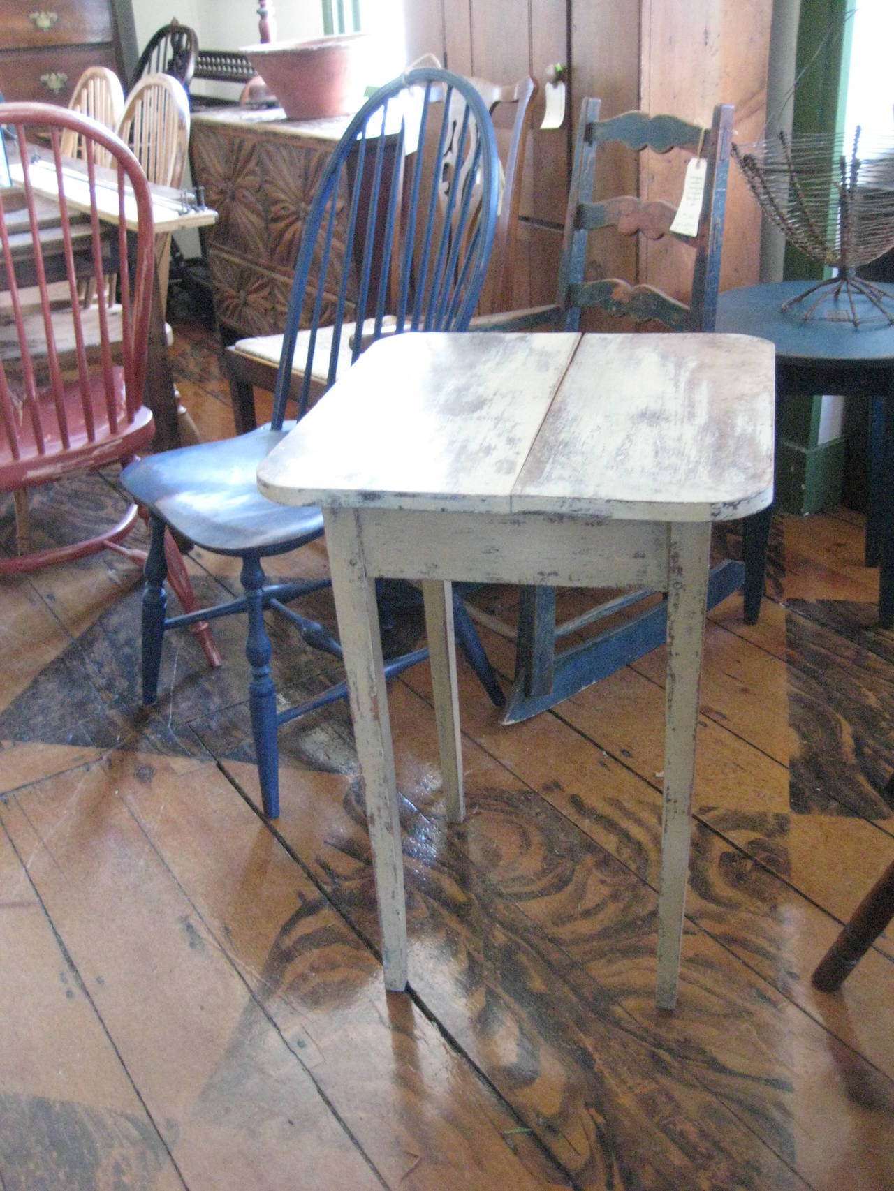 Painted Side Table In Good Condition For Sale In Nantucket, MA