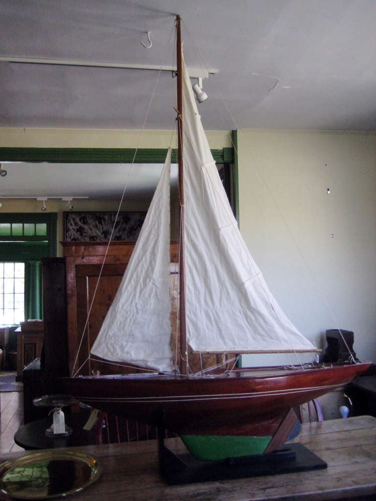 Antique American Marconi-rigged sloop Pond model with planked deck, double spreaders and full running rigging.