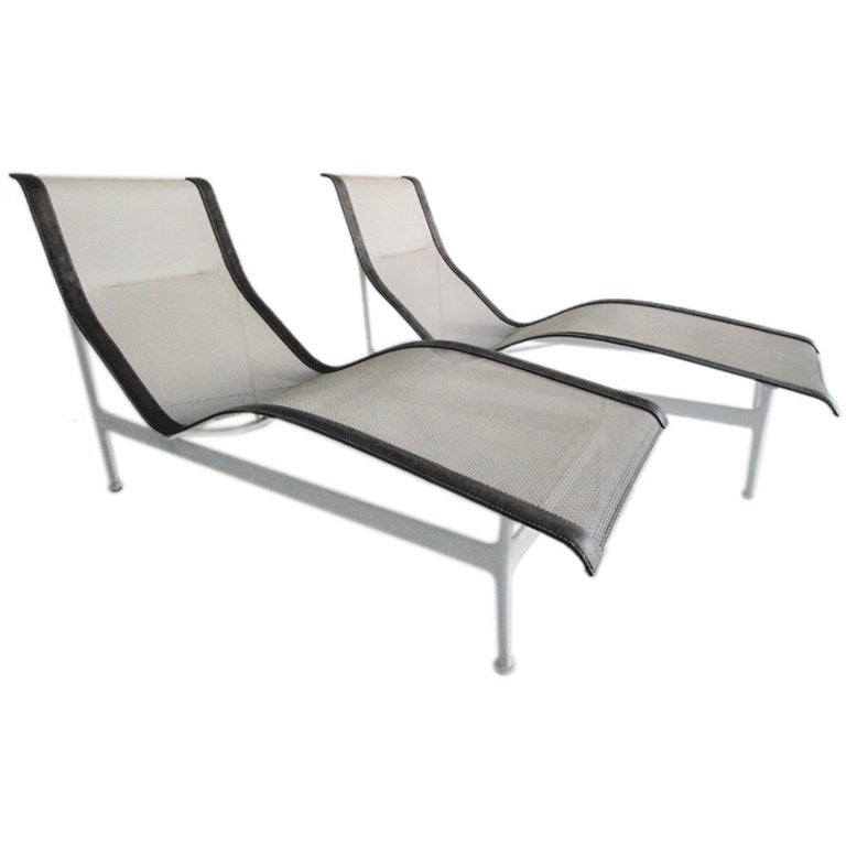 pair richard schultz chaise longue chairs knoll at 1stdibs. Black Bedroom Furniture Sets. Home Design Ideas