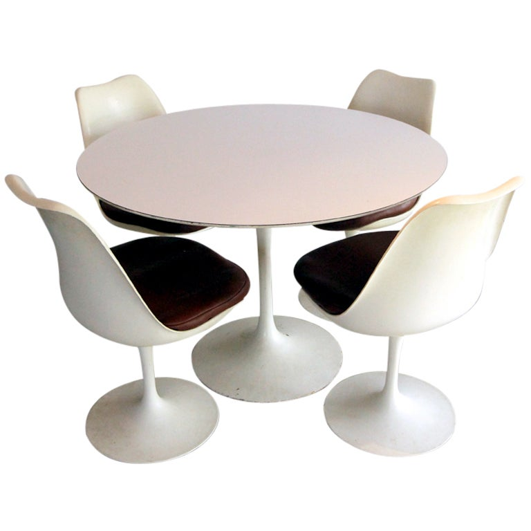 Tulip Dining Table With Four Chairs Eero Saarinen At 1stdibs