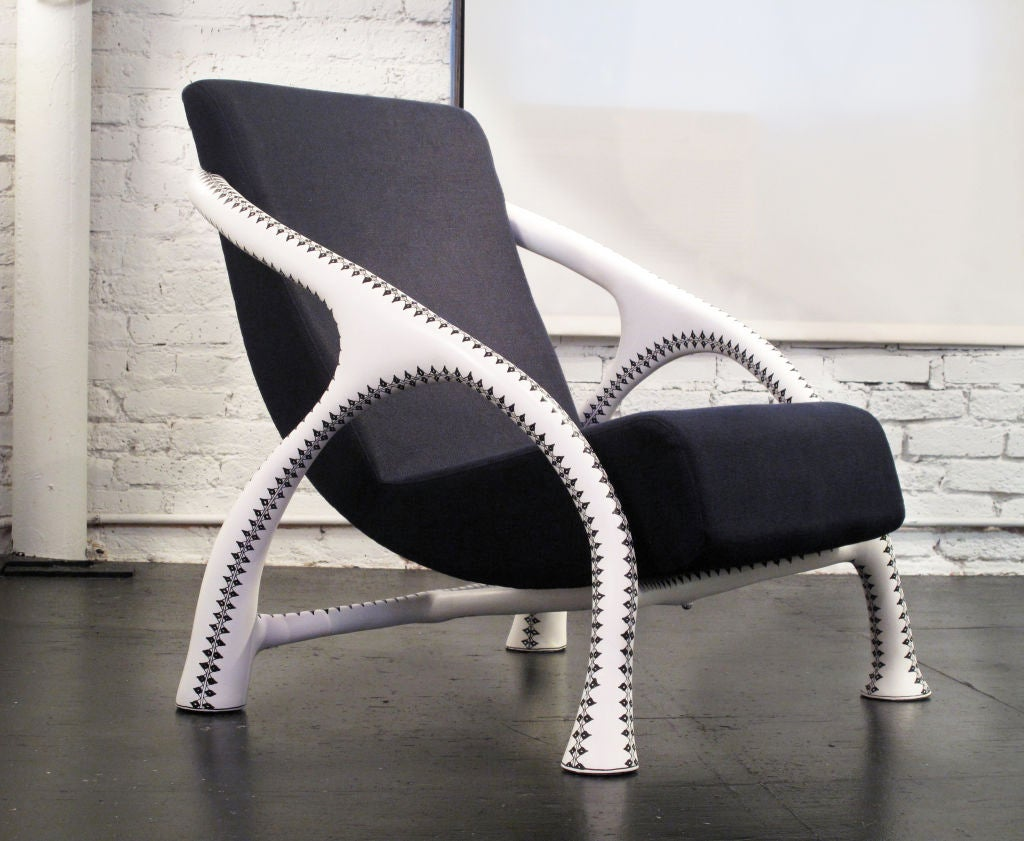 Yaka Tattoo Chair by Saccomanno Dayot 2
