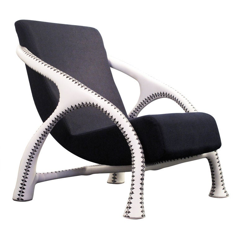 Yaka Tattoo Chair by Saccomanno Dayot 1