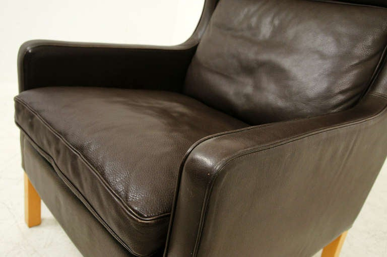 this single tall leather lounge chair is no longer available