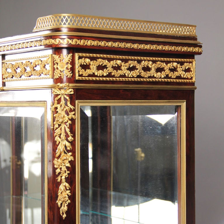 French Great Quality Gilt Bronze-Mounted Vitrine by François Linke For Sale