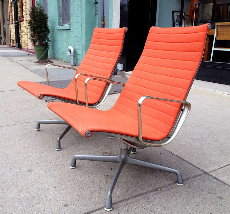 Mid Century Modern Pair Of Eames Aluminum Group Lounge Chairs By Herman  Miller, 1958