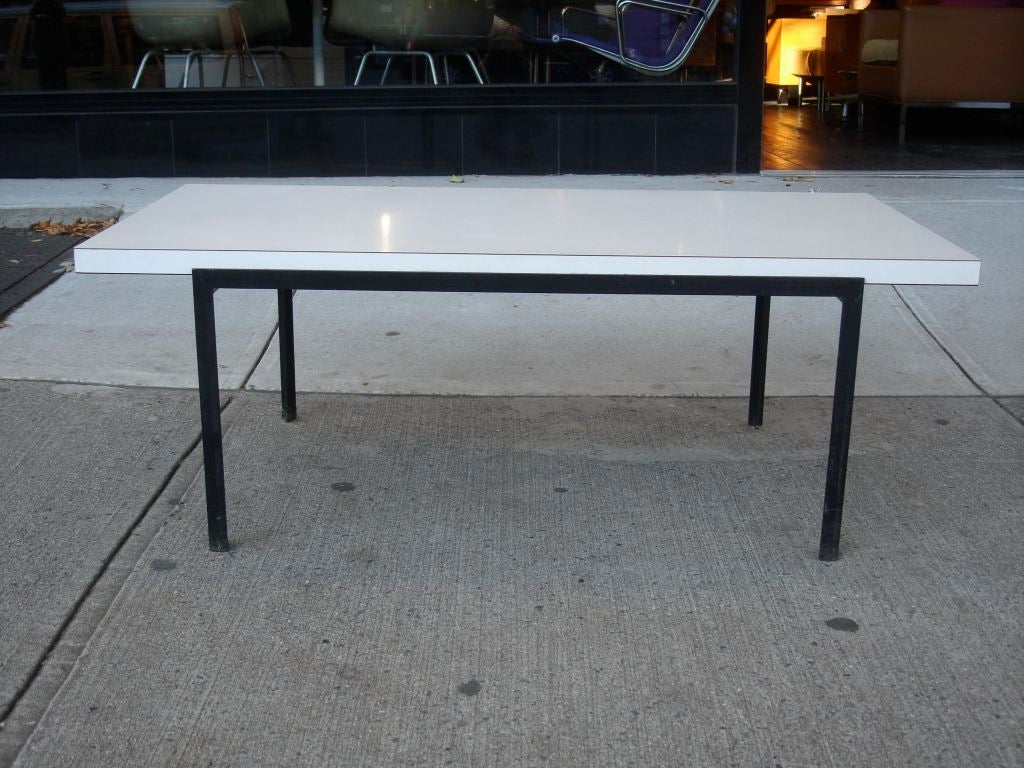 early t angle coffee table by florence knoll 1950 at 1stdibs. Black Bedroom Furniture Sets. Home Design Ideas