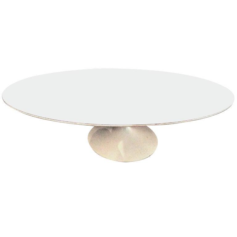 Oval Tulip Coffee Table: Eero Saarinen Oval Tulip Coffee Table. Knoll, 1955. At 1stdibs