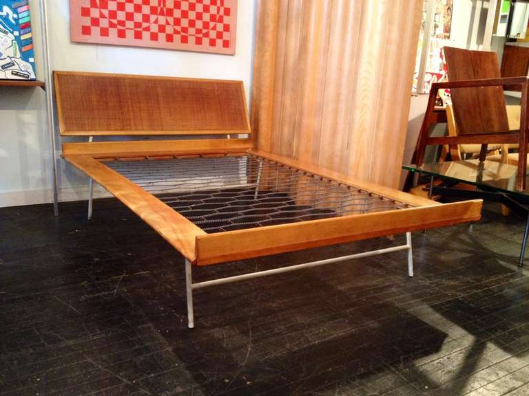 Nelson Thin Edge Bed King