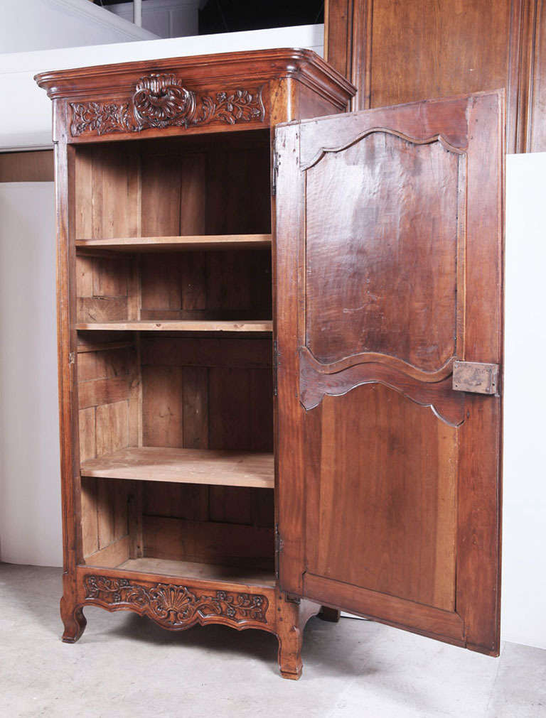 antique period louis xv walnut wood bonnetiere from lyon france at 1stdibs. Black Bedroom Furniture Sets. Home Design Ideas