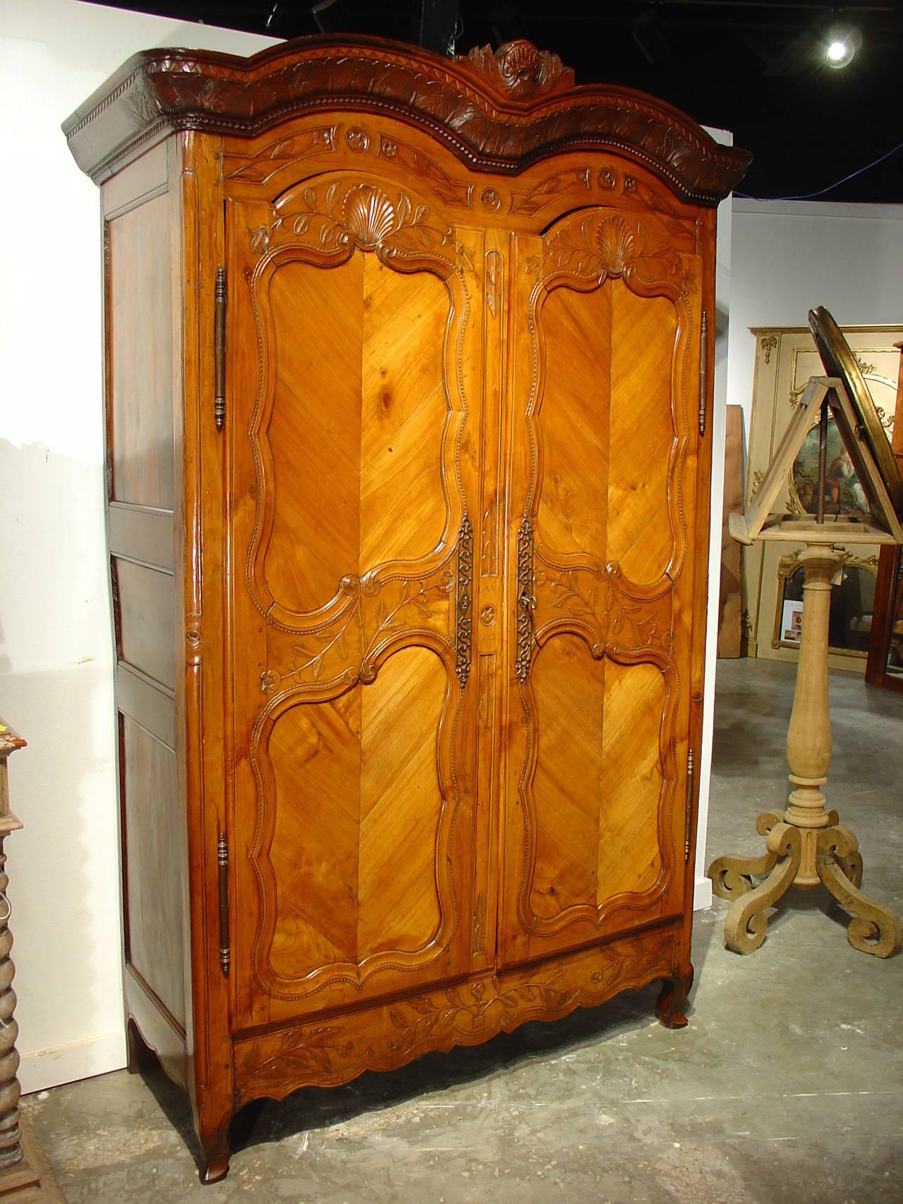 double chapeau de gendarme antique armoire from rennes at. Black Bedroom Furniture Sets. Home Design Ideas
