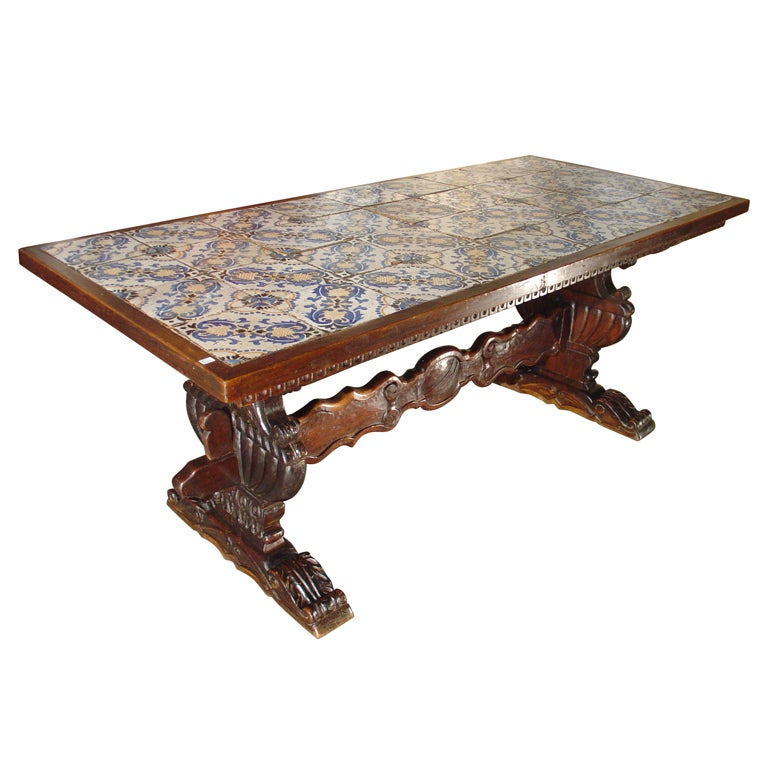Antique table with portuguese tiles and spanish for Table in spanish