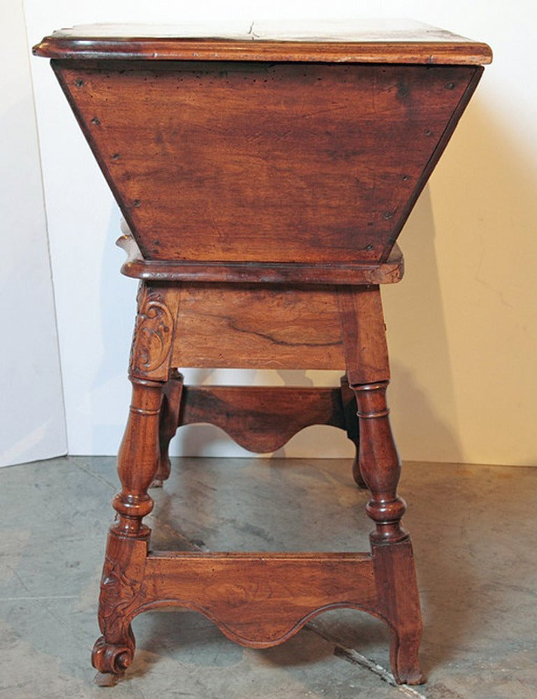 19th Century Walnut Wood Petrin from France In Good Condition For Sale In Dallas, TX