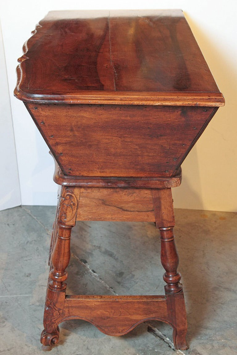 19th Century Walnut Wood Petrin from France For Sale 1