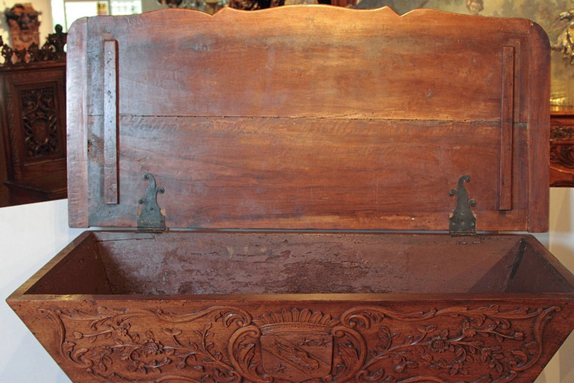 19th Century Walnut Wood Petrin from France For Sale 4