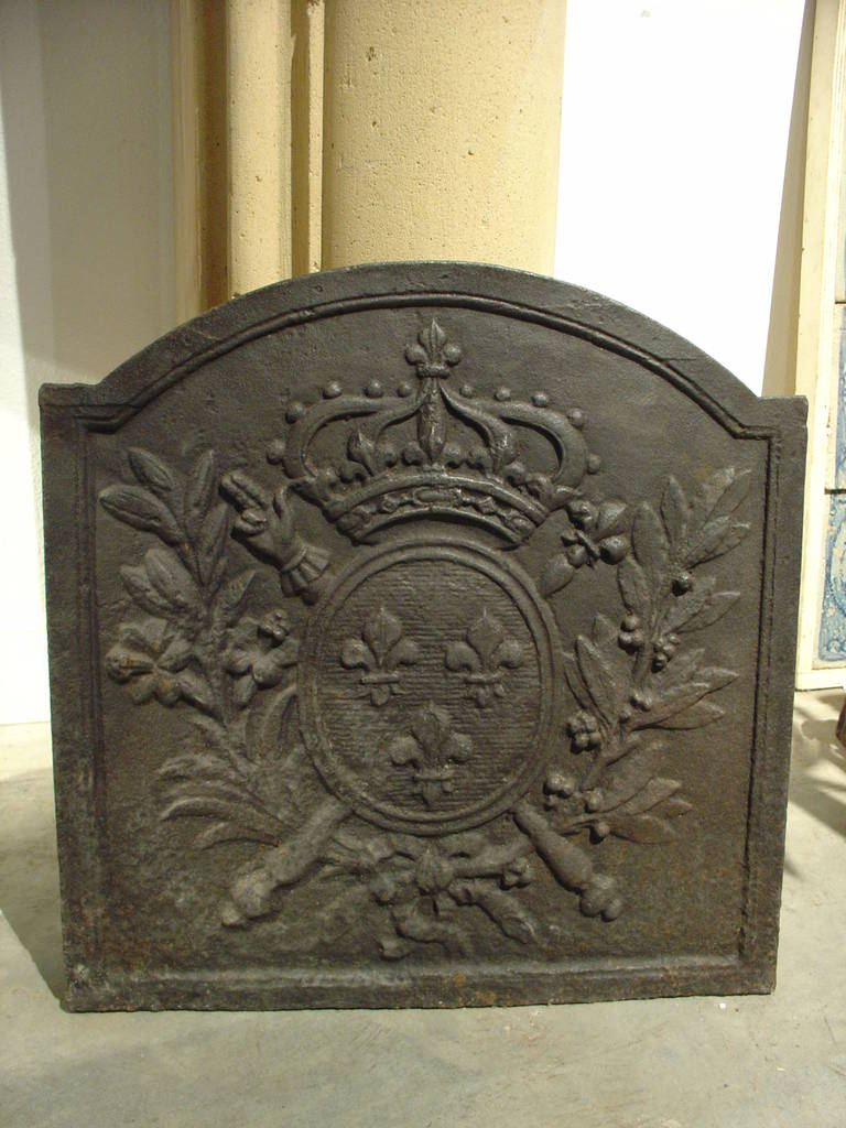 Small antique french cast iron fireback from the 1800s at 1stdibs - Firebacks for fireplaces ...