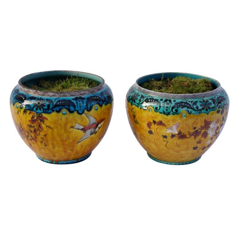 Pair of porcelain planters in the style of Amédée de Caranza For Sale