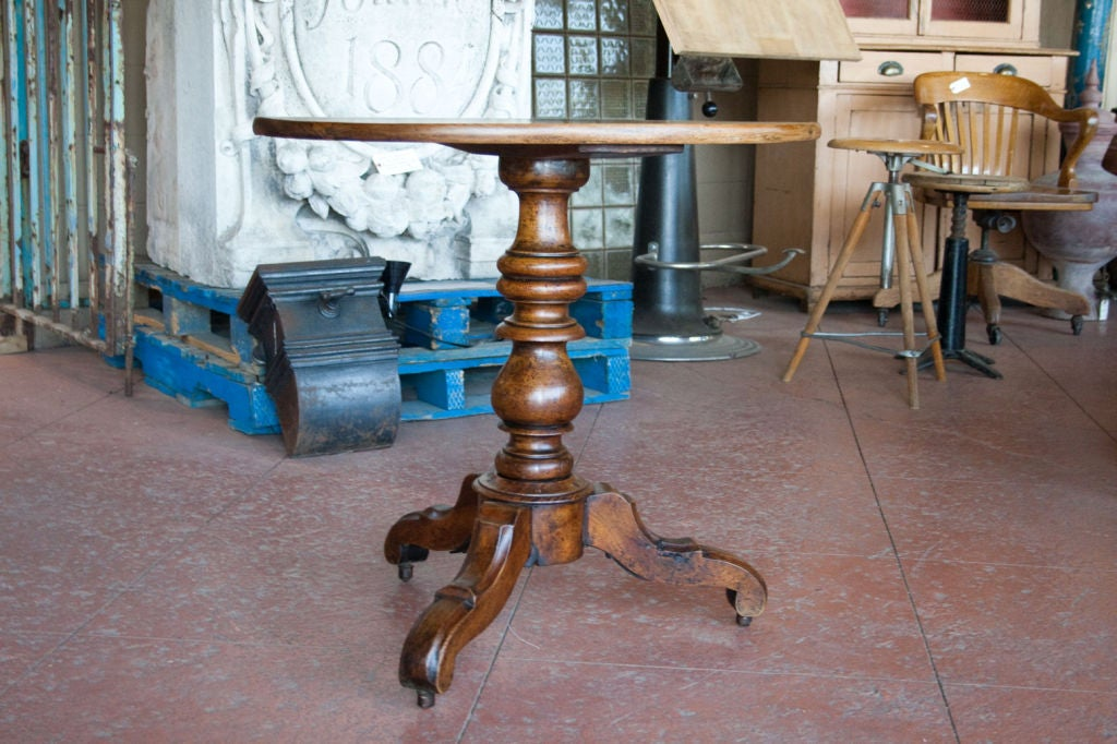 19th century walnut oval tripod table at 1stdibs for Table th fixed