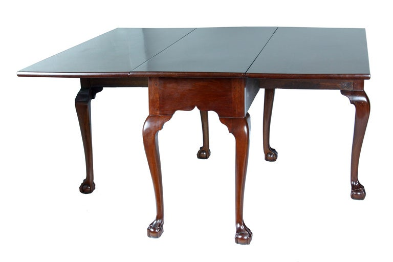 Mahogany Chippendale, Six Leg Claw and Ball Drop-Leaf Dining Table In Excellent Condition For Sale In Providence, RI