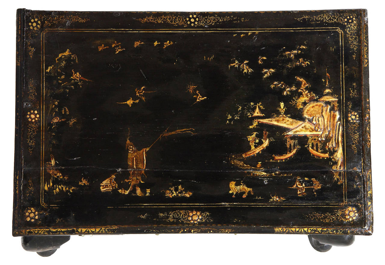 Nice Black Lacquer Queen Anne Japanned Dressing Table, England, Circa 1750 2