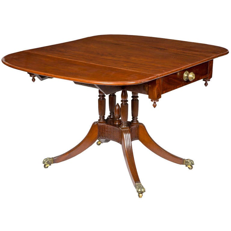 Classical Mahogany Drop-Leaf Table, New York, circa 1810-1815