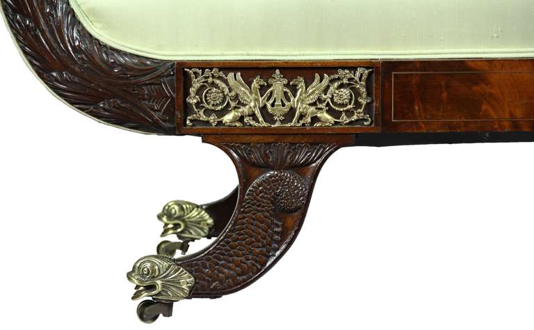 Classical Mahogany Settee, Brass Inlay, Dolphin Feet, Philadelphia, 1825 In Excellent Condition For Sale In Providence, RI