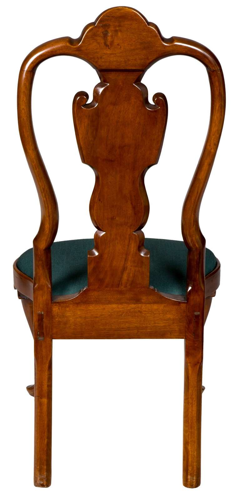 American Pair of Walnut Queen Anne Side Chairs with Shell, Philadelphia, circa 1740-1760 For Sale