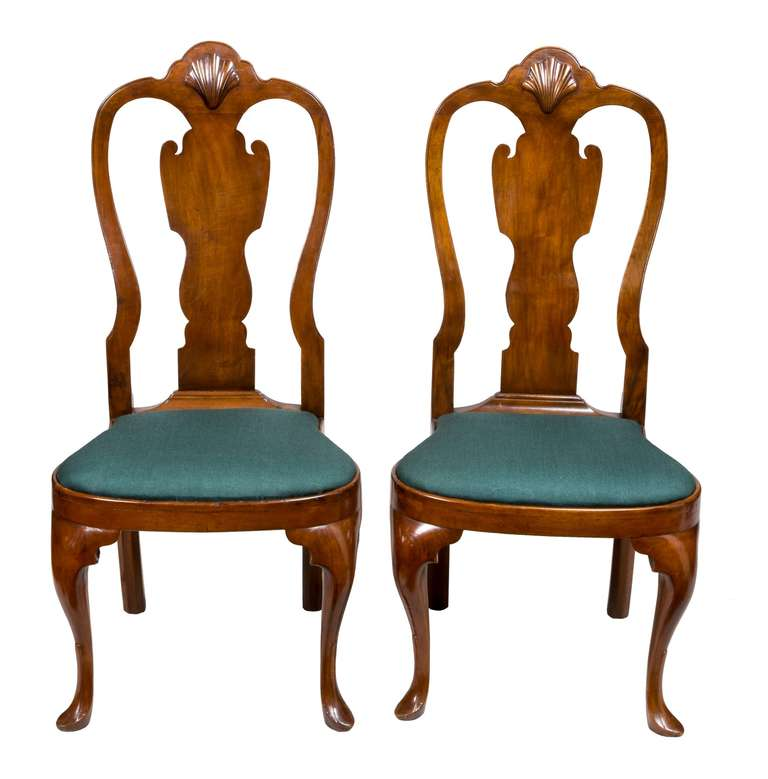 Pair of Walnut Queen Anne Side Chairs with Shell, Philadelphia, circa 1740-1760 For Sale 3