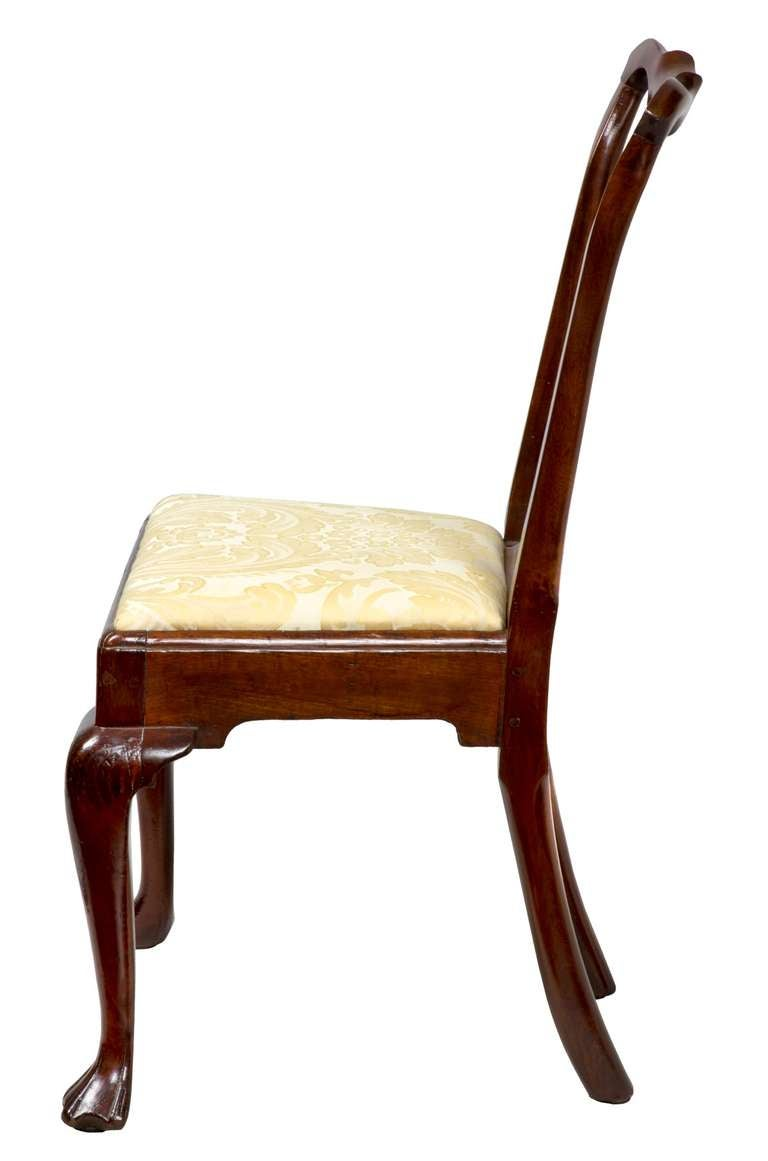 Set of Four Mahogany Queen Anne Side Chairs, circa 1740-1760 In Excellent Condition For Sale In Providence, RI
