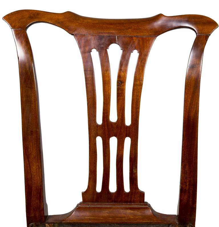 Set of Four Mahogany Queen Anne Side Chairs, circa 1740-1760 For Sale 2